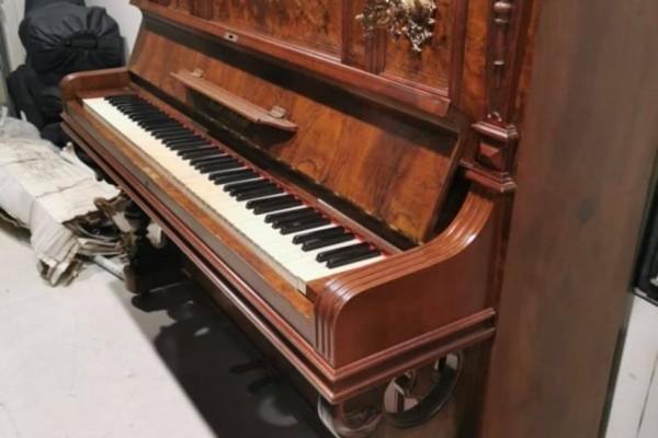 Paul Scharff of Berlin piano
