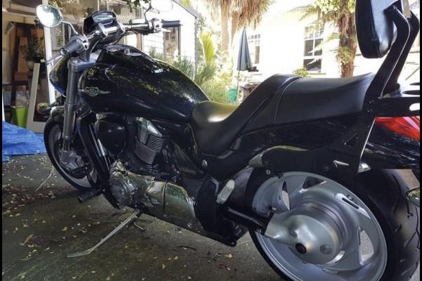Motorcycle Suzuki M109r