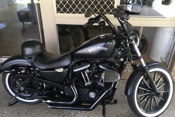 Motorcycle Harley Davidson Iron 883