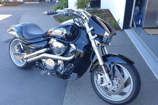 Motorcycle Suzuki Boulevard M109R