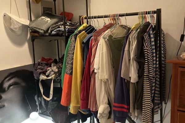 Double mattress, dresser, desk, Few smaller items, like luggage, shelv...
