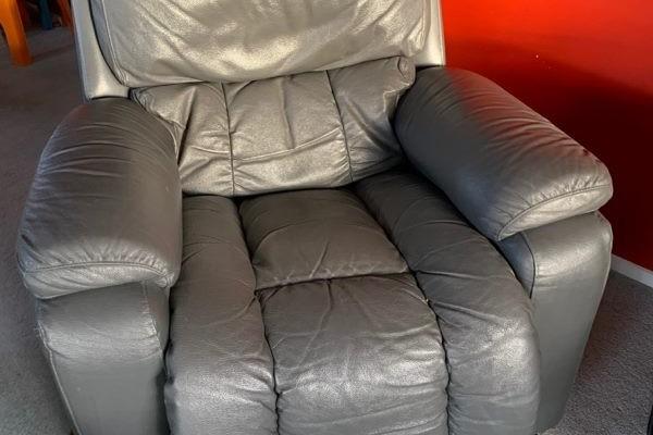 2 lazy boy chairs