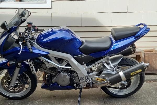 Motorcycle Suzuki SV1000s