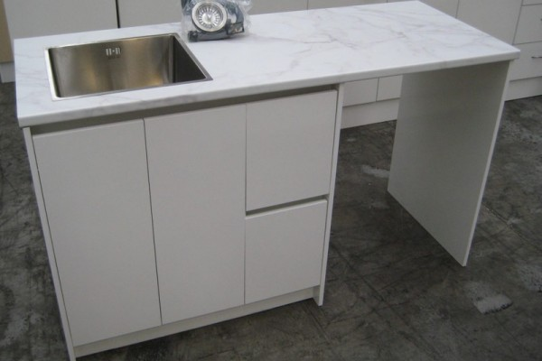1530 Bench with Tub Unit
