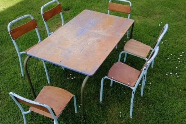 KIDS RETRO TUBULAR TABLE and 6 CHAIRS