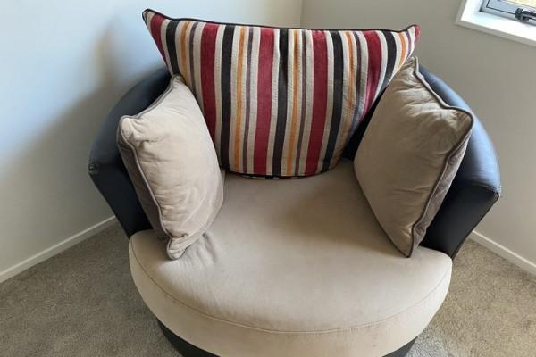 3+2+Swivel chair