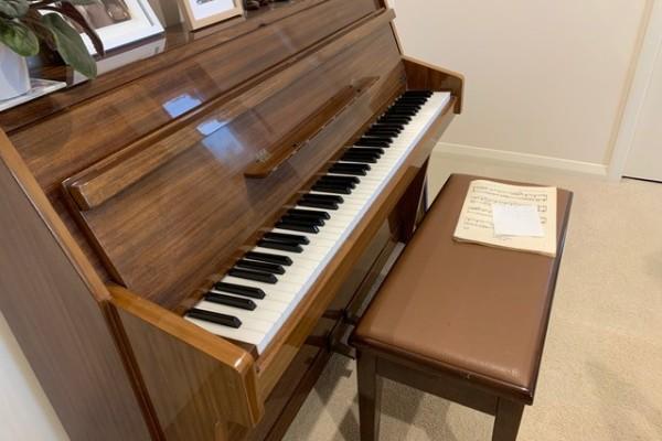 Upright Pianp piano