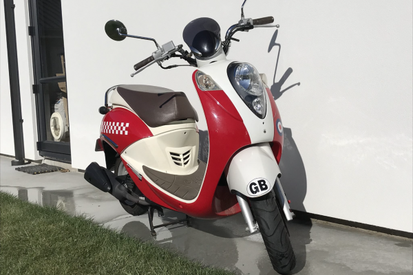 Motorcycle Sym Sym mio 100cc scooter