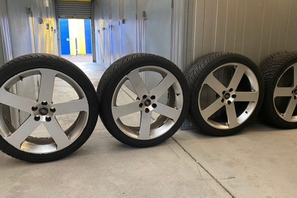 4 Rims and Tyres and 1 Tyre