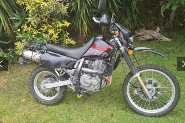Motorcycle Suzuki DR650SE