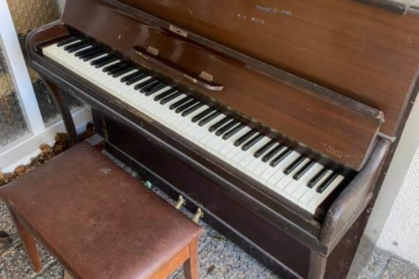 Steel frame upright piano