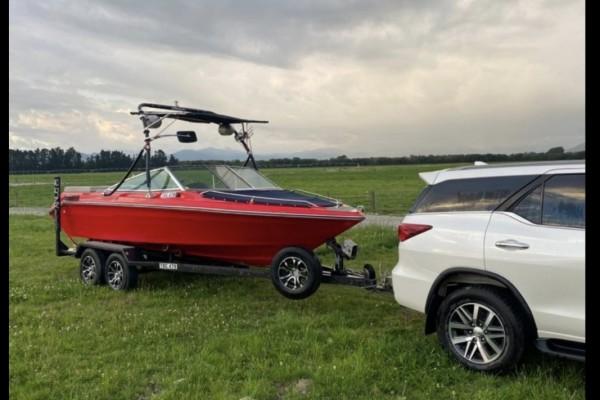 Motor boat Bowrider 6m on trailer